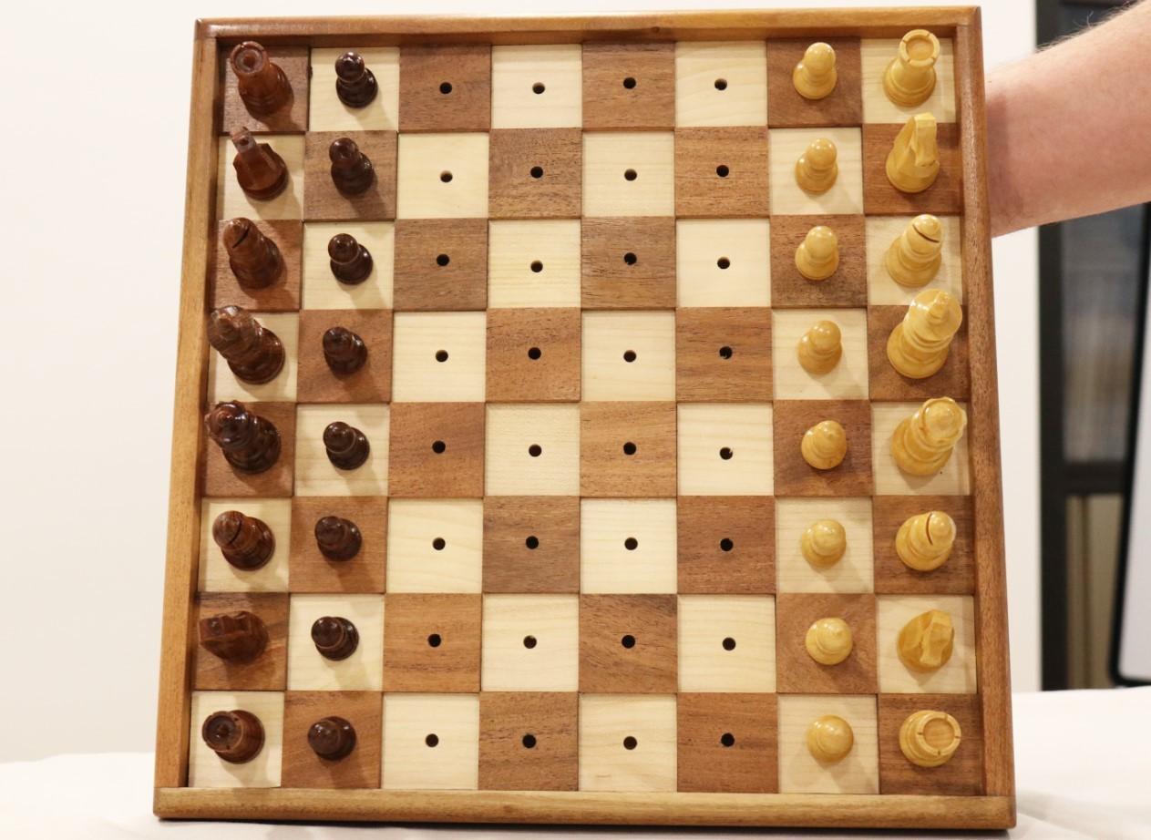 Conjunto de Tabuleiro de Madeira e peças para Invisuais